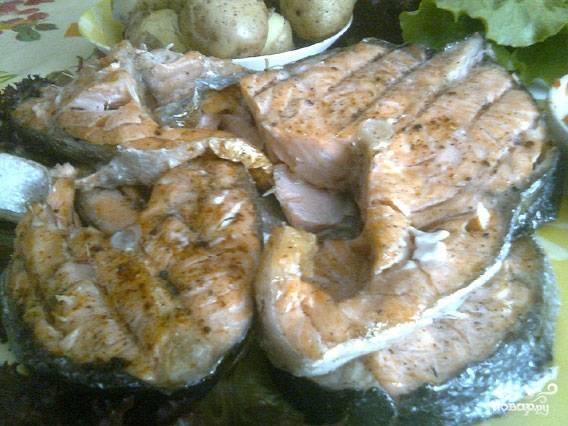 Мясо готово! Снимаем семгу с решетки. Приятного аппетита!
