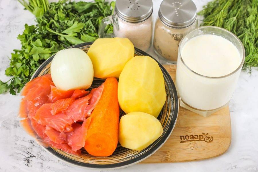 Подготовьте указанные ингредиенты. Овощи очистите от кожуры и промойте в воде.