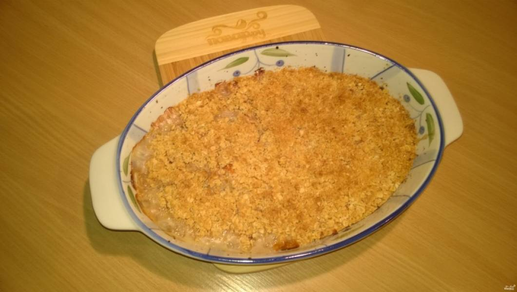 7. Поместите форму в заранее нагретую до 180 градусов духовку, выпекайте 40-45 минут (или пока крошка не подрумянится).
