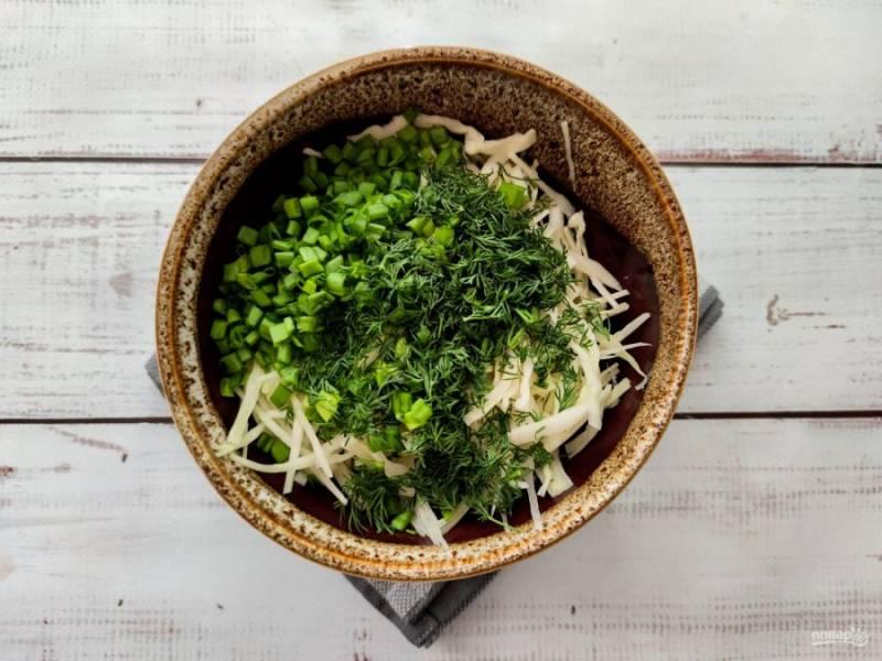 Смешайте все ингредиенты в одной тарелке, заправьте маслом, посолите и хорошо перемешайте.