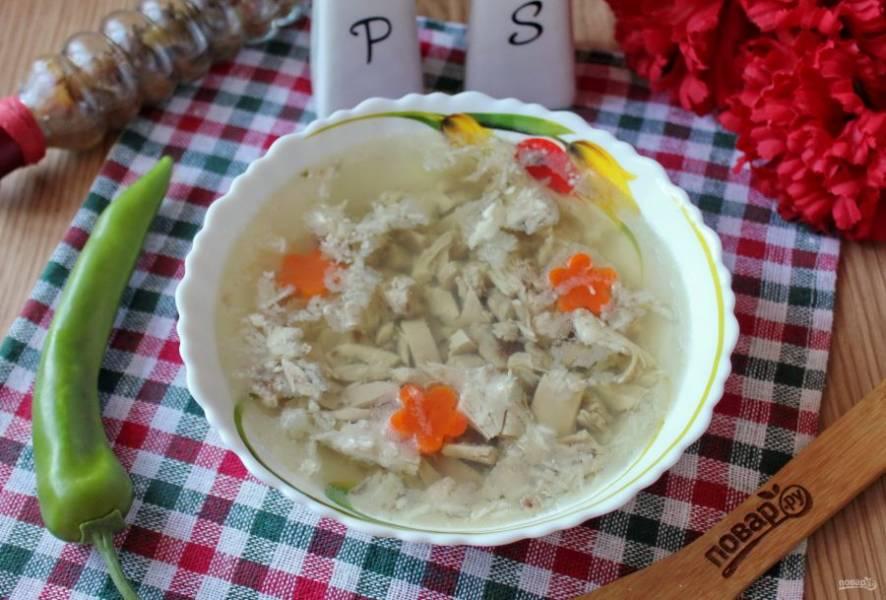 Холодец с желатином в мультиварке готов. Подавайте на закуску в будни и праздники с горчицей, хреном, различными соусами.