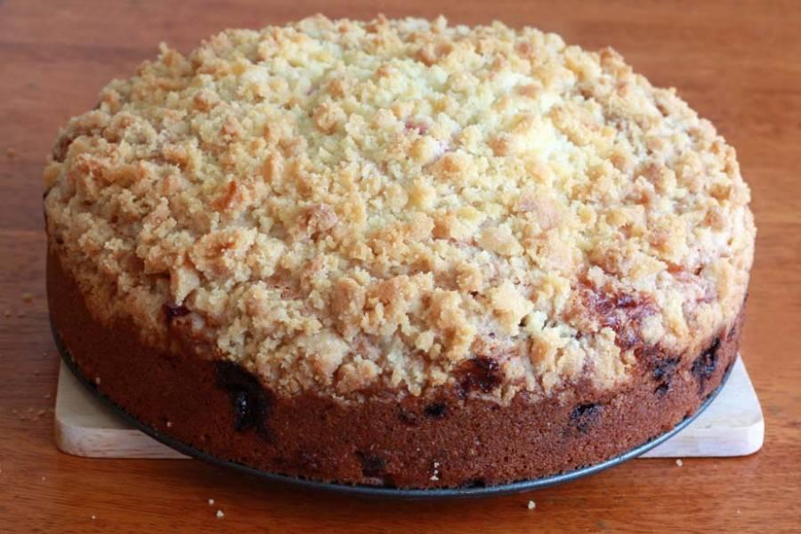 13. Пусть готовый торт остывает в течение получаса в форме. Затем вытащите его.
