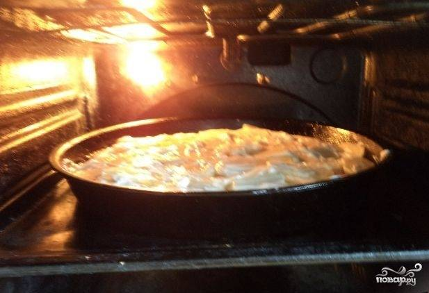 Запекайте блюдо в течение 40 минут. Но потом не выключайте духовку.