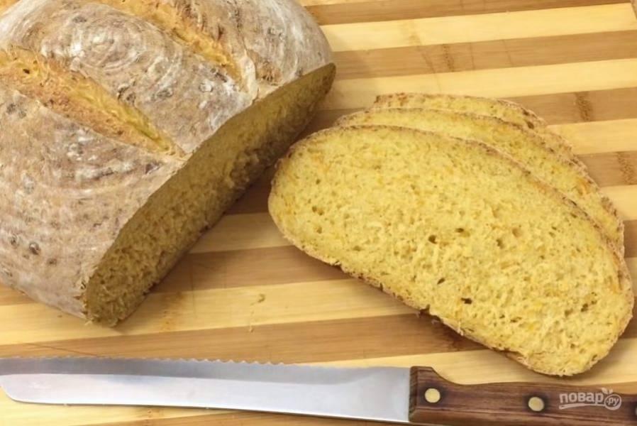 5. Духовку и камень для хлеба разогрейте до 200 градусов, выпекайте 40-45 минут. Приятного аппетита!