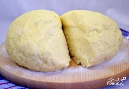 """Тесто за это время чуть увеличится в объеме и станет """"живым"""". Можно делать пирожки."""