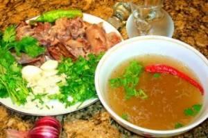 Подавать хаш с острым перцем, а мясо отдельно подать на тарелке. Доброго здоровья!