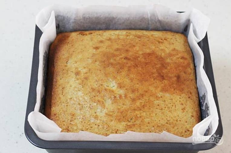 8.Отправьте пирог в разогретый до 170 градусов духовой шкаф на 40 минут, затем остудите пирог 10-15 минут.