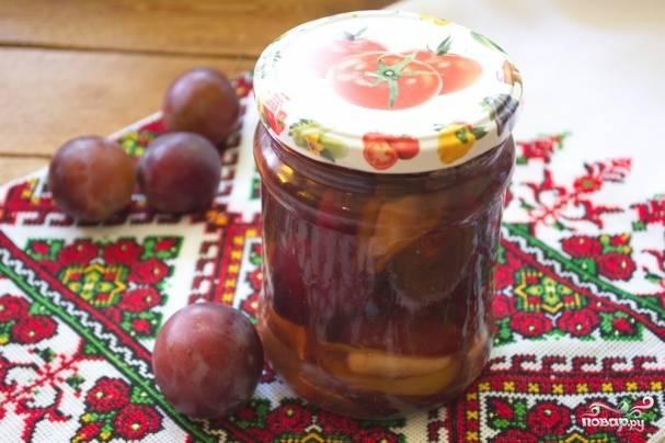 Когда консервация остынет, опустите ее в погреб или просто храните в шкафу на полке до зимы.