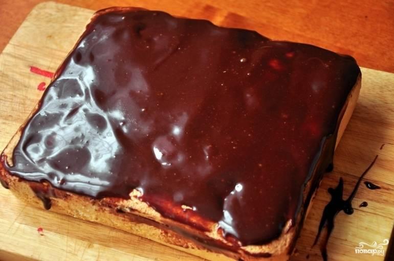 10. Вот и весь секрет, как приготовить бисквитный пирог с ягодами. Приятного чаепития!