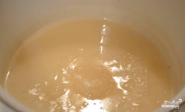 5. Отдельно варим сахарный сироп, а в конце добавляем на кончике ножа лимонную кислоту.