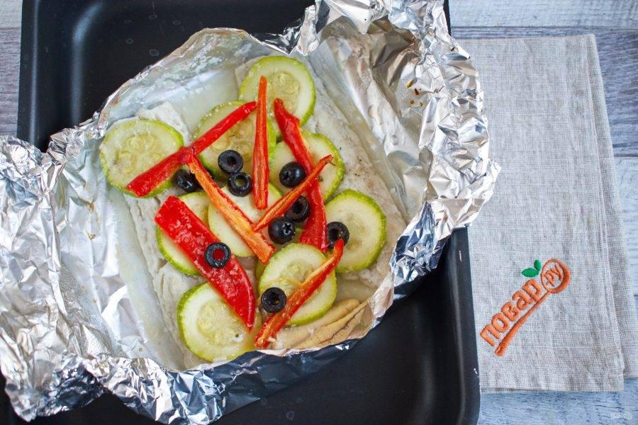 Поставьте запекаться в духовку при 220 градусах на 15 минут.