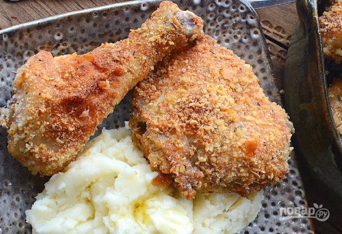 4. Теперь выпекайте курицу в течение 45 минут в духовке при 180 градусах. Подавайте блюдо с гарниром. Приятного аппетита!
