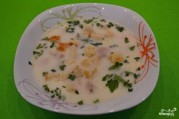 Вот и все! Перед подачей добавьте в суп сухарики, а также посыпьте его измельченной свежей зеленью. Приятного аппетита!