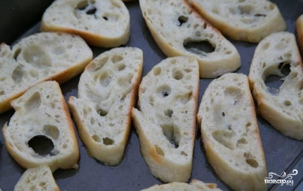 Запечь хлеб в духовке.