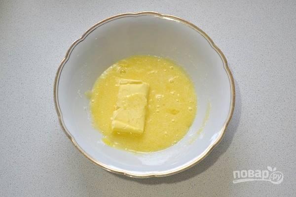 3. Добавьте мягкое сливочное масло.