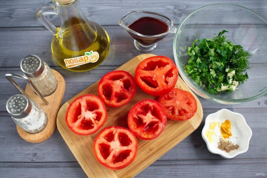 Помидоры разрежьте пополам поперек перегородок. Удалите семена. Мякоть нарежьте кубиками. Зелень и чеснок измельчите.