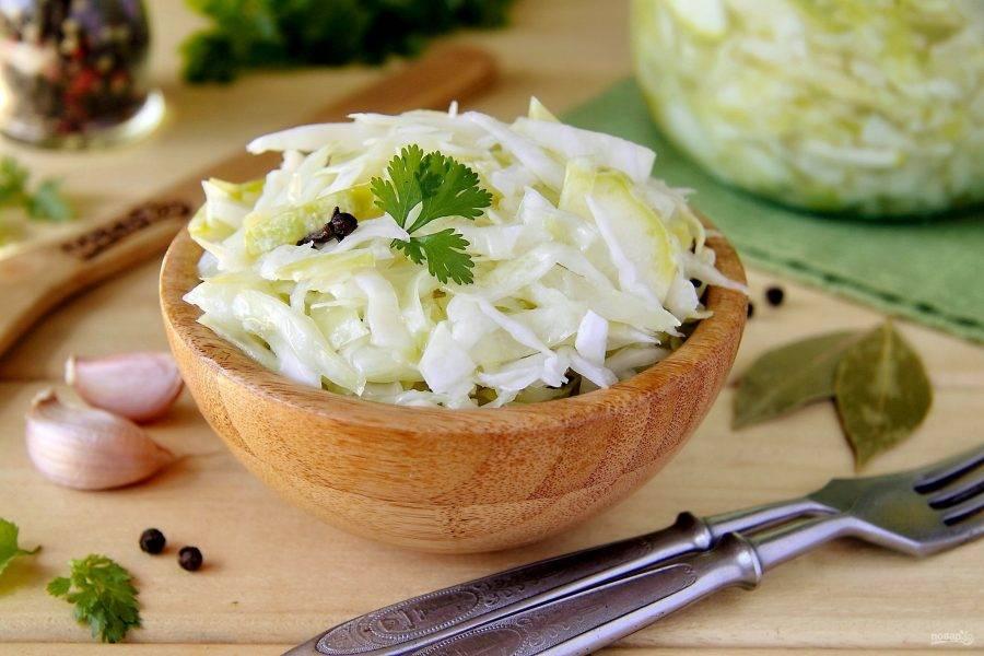 Подаем ее полив маслом и украсив свежей зеленью. Приятного аппетита!