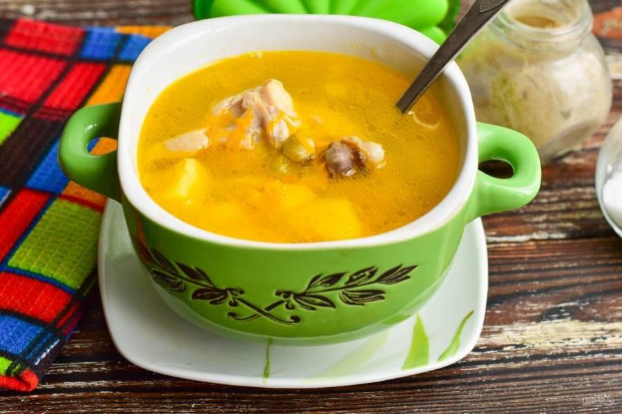 Суп с мясом и зеленым горошком готов! Приятного аппетита!