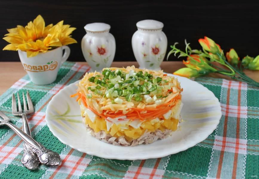 Салат с корейской морковью, курицей и ананасами
