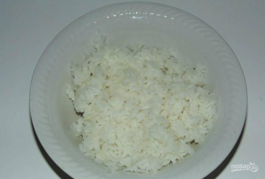 Рис отварите до готовности без соли.