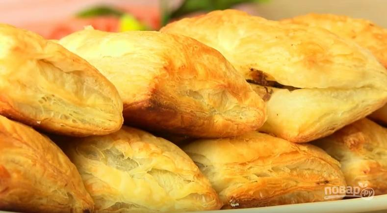 Пирожки из слоеного теста с печенью