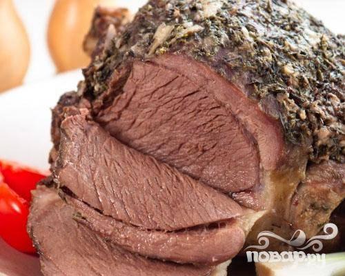 6.После мясо вынуть из духового шкафа, фольгу снять, и можно нарезать ломтиками.