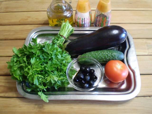 1. Для закуски понадобятся только свежайшие овощи и зелень. Всё вымыть и обсушить салфеткой.