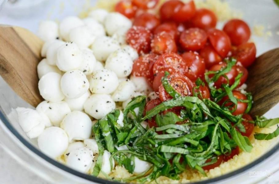 4. Затем все ингредиенты соедините в салатнице.