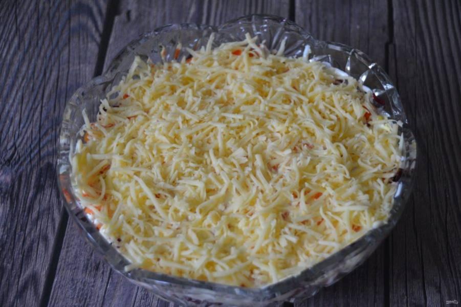 Последний слой из тертого сыра.