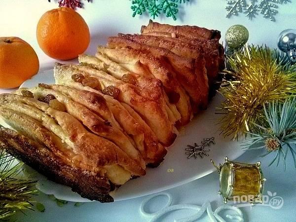 Остудите готовый пирог сначала немного в форме, а затем на решетке. Можно подавать к столу. Приятного аппетита!