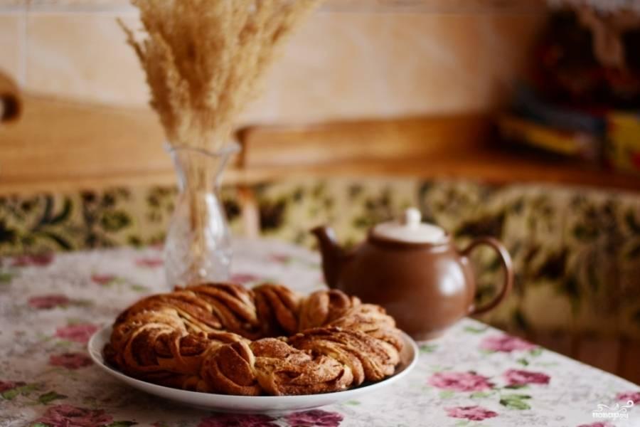 Очень вкусно кушать крендель с какао или теплым молоком. Приятного аппетита!