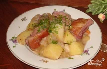 Тушеная картошка с копчеными ребрышками