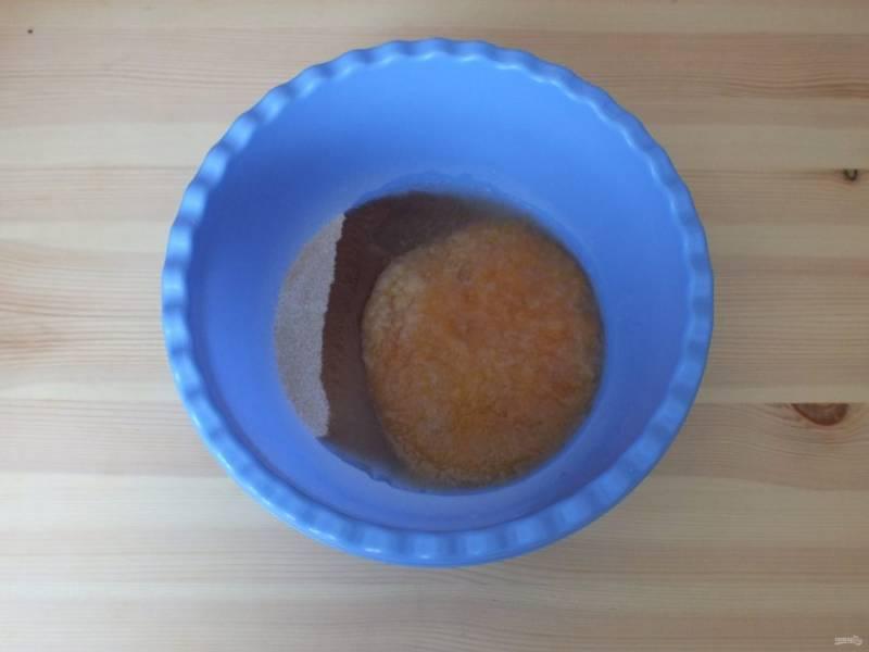 Добавьте подготовленное пюре и 2 ст.л. воды.