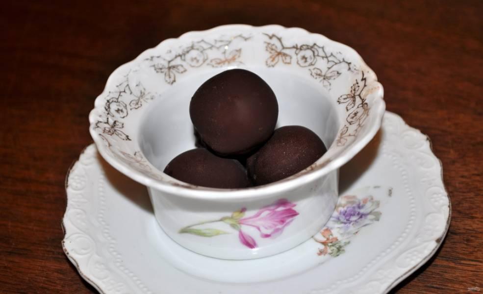 Поместите кумкваты в холодильник для полного застывания. Готовые конфетки невероятно вкусные! Приятного аппетита!