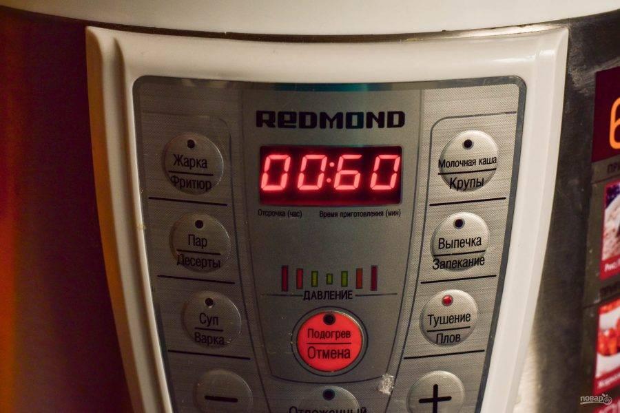 """Установите чашу в мультиварку. На дисплее выберите программу """"Тушение"""", время приготовления 1 час, если у вас мультиварка с функцией скороварки. Если обычная, тогда установите время на 2-2,5 часа."""