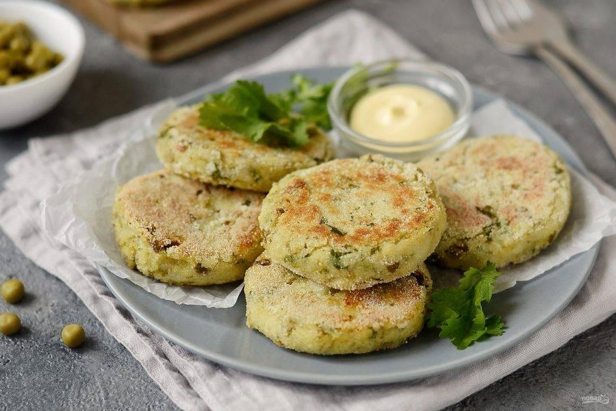 Котлеты из картофеля и гороха готовы, приятного вам аппетита!
