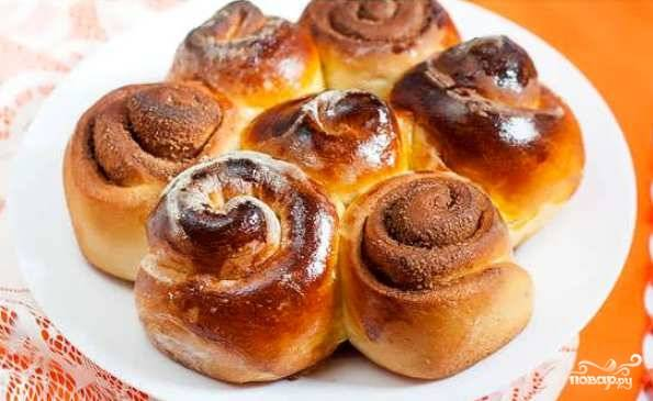 Выпекайте булочки в разогретой до 200 градусов духовке в течение 20 минут. Приятного чаепития!
