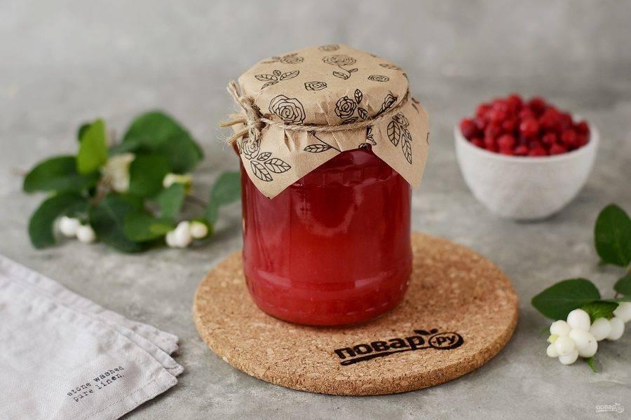 Сок из красной смородины на зиму готов.
