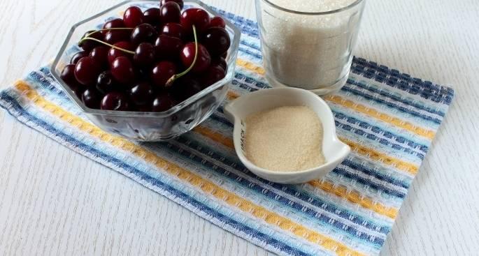 1. Минимальный набор ингредиентов и на вашем столе круглый год - желе из вишни на зиму с желатином. По этому рецепту можно готовить джемы и из других ягод.