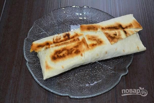 13. Обжарьте на сухой сковороде с двух сторон.