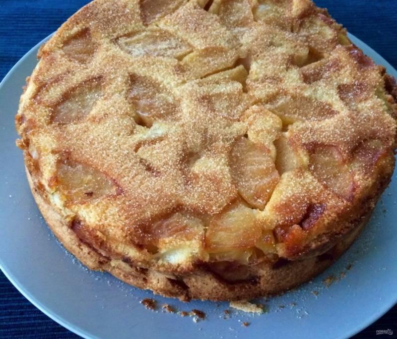 5.Отправьте пирог в разогретый до 180 градусов духовой шкаф на 40-60 минут.