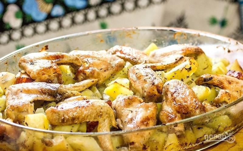 Крылья куриные с картошкой в духовке