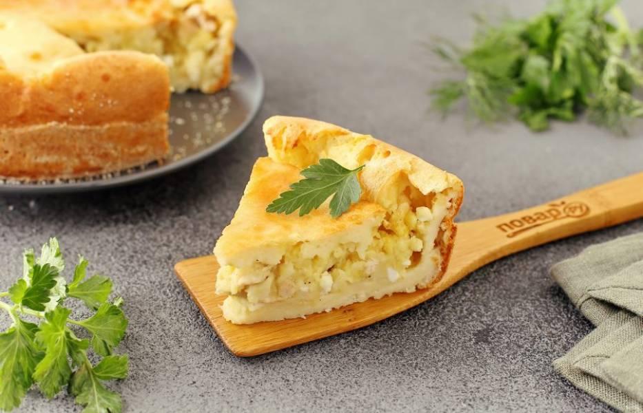 Невесткин пирог готов. Нарежьте его на порции и подайте к столу. Приятного аппетита!
