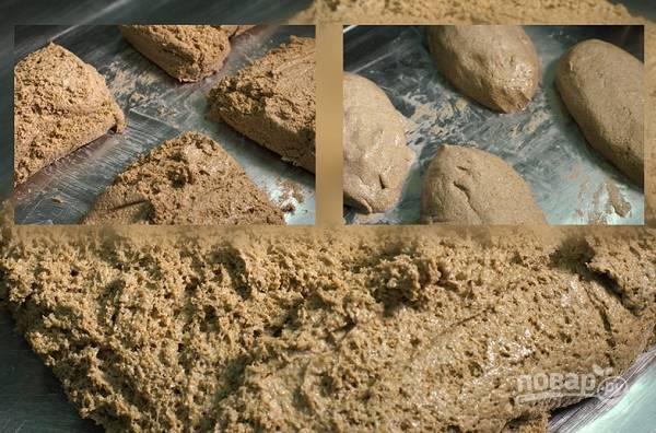 7. Из полученного количества теста получится 4 крупных хлеба. Сформируйте их, выложите в форму или просто на противень и оставьте на расстойку на часик.