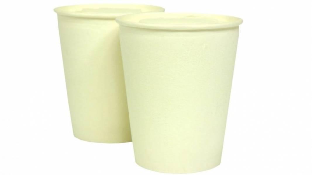 5. Еще раз размешайте, распределите мороженное по стаканчикам и формочкам и отправьте в морозилку на 4-5 часов. Приятного аппетита!