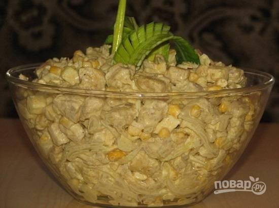 Перекладываем в салатник, украшаем и подаем к столу.