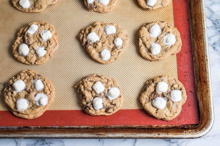 13.После запекания оставьте печенье на 5-10 минут на противне для остывания.