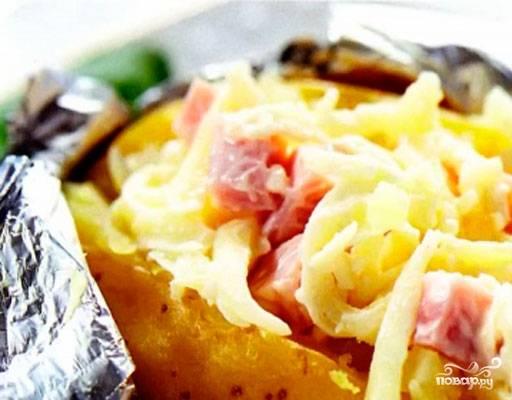 Картофель, фаршированный ветчиной и сыром