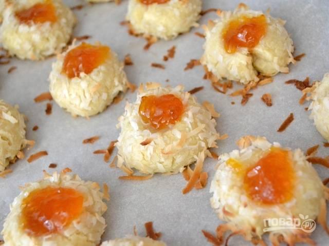 10.Запекайте печенье в разогретой до 180 градусов духовке около 15 минут.