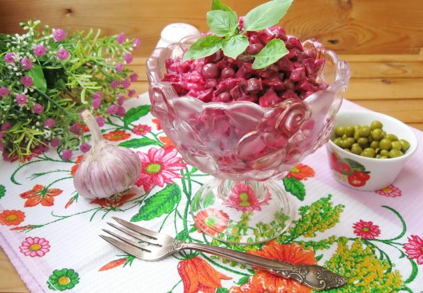 Салат из свеклы с зеленым горошком